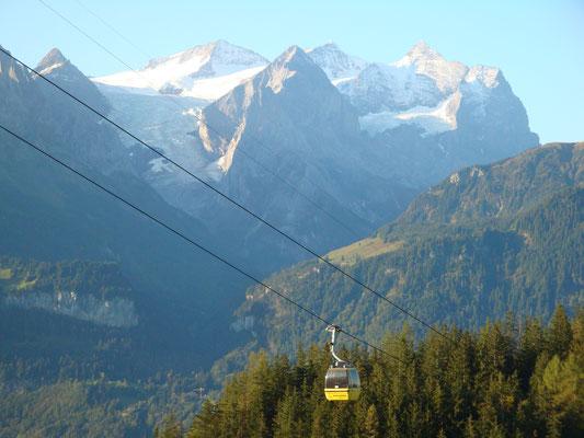 Aussicht vom Balkon in die Bergen