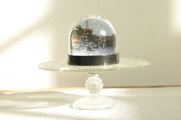 Memories of a White Christmas (detail), MyLoan Dinh, Installation: snow globe, souvenirs, objects, photo credit Jörg Hentschel
