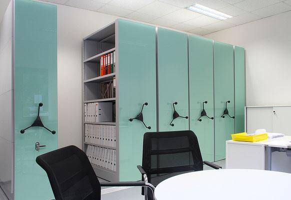 Büroregal mit Glasfronten, schiebbar - Gestaltungsmöglichkeiten - lagerconsulting.at