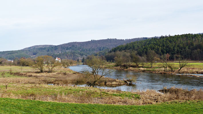 Der Fluss Regen im Frühjahr und Herbst