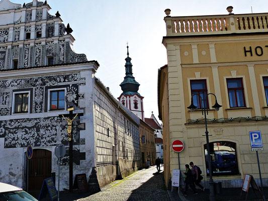 Blick auf den alten Kirchturm