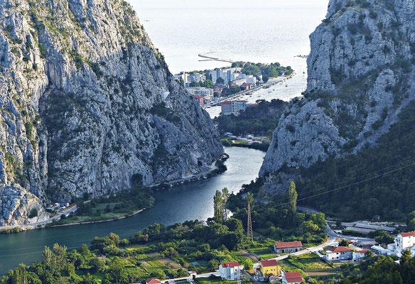 Die Mündung der Cetina in die Adria