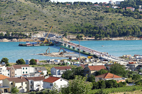 Die Brücke vor der Fertigstellung