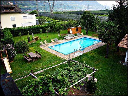 Der Pool vom Hotel Kurtinigerhof