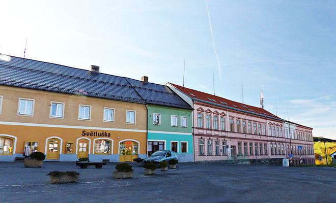 Dorfplatz in Hartmanice