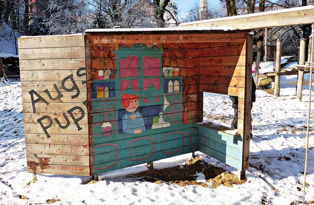 Kinderspielplatz mit Figuren der Puppenkiste