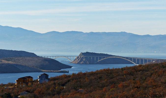 Blick auf die Brücke von Krk