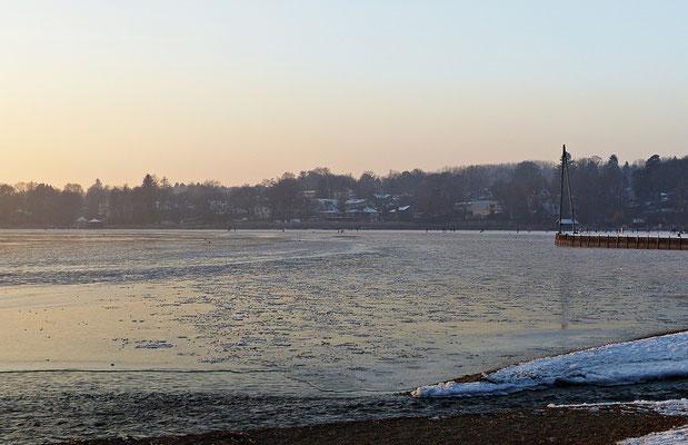 Winterlicher Sonnenuntergang beim Ammersee