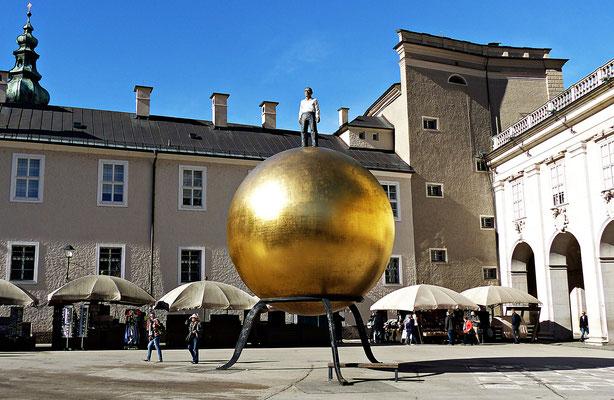 Der Mann auf der goldenen Kugel