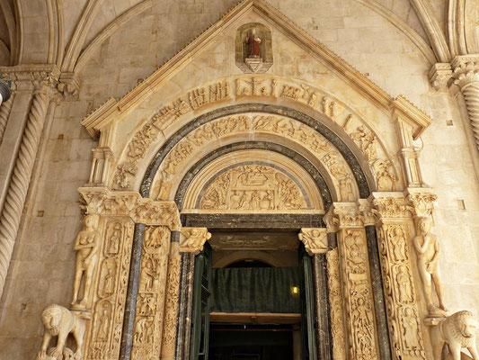 Torbogen der Kathedrale