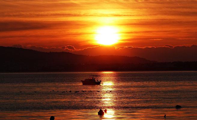 Ein Sonnenuntergang im Dezember in Kastel Stafilic