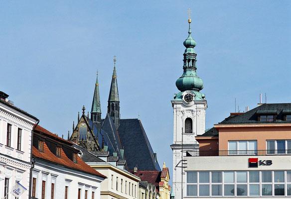 Stadtpfarrkirche Mariä Geburt und der weiße Turm