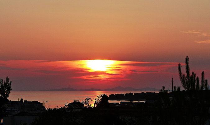 Blaue Stunde und ein Sonnenuntergang bei Primosten