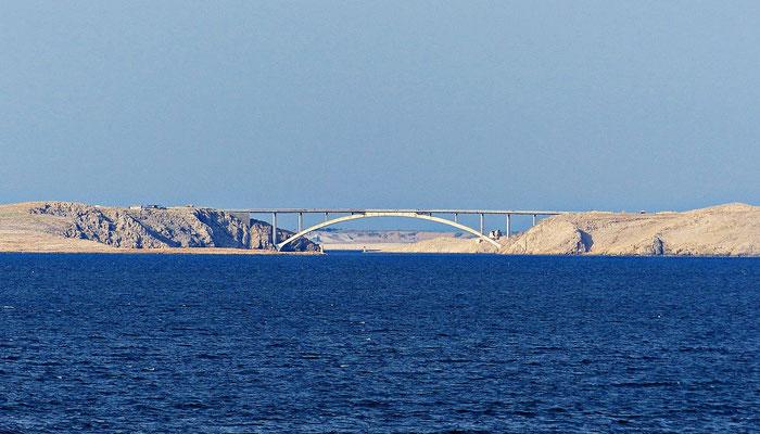 Blick auf die Brücke von Pag