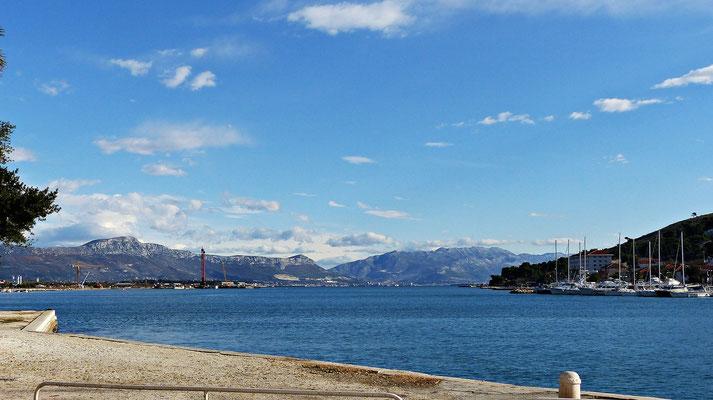 Blick von Trogir auf Split