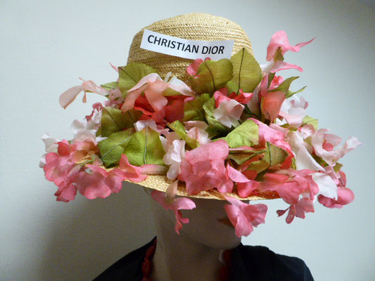 CHRISTIAN DIOR - Florentiner hat, beautiful braided straw, wide brim, covered with silk sweetpeas....Beautiful condition, see photos. €890