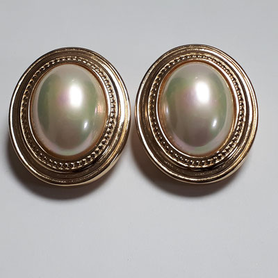 Christian Dior clip earrings, goldtone with mabe pearl, large, signed, €280