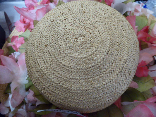 CHRISTIAN DIOR - Florentiner hat, beautiful braided straw, wide brim, covered with silk sweetpeas....Beautiful condition, see photos. €498