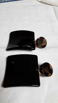 Huge black square clip earrins, twisted, tortoise bouton.... €85
