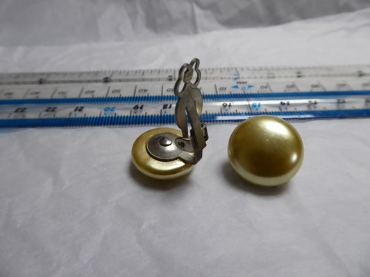 Old pearl clipback button earrings, 1.5 cm dia. €20