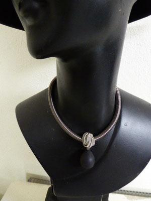 Kette aus Klavierdraht. Piano wire necklace. €115
