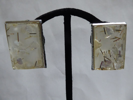 Large glitter and confetti in lucite rectangular US earrings with clips. 2.5 cm x3.5 cm. €35