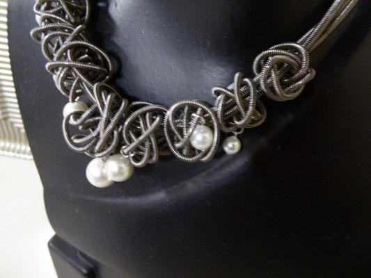 Kette aus Klavierdraht. Piano wire necklace. €149