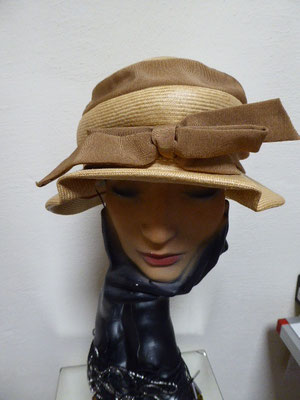 ELSA SCHIAPARELLI straw hat, two tone. €190