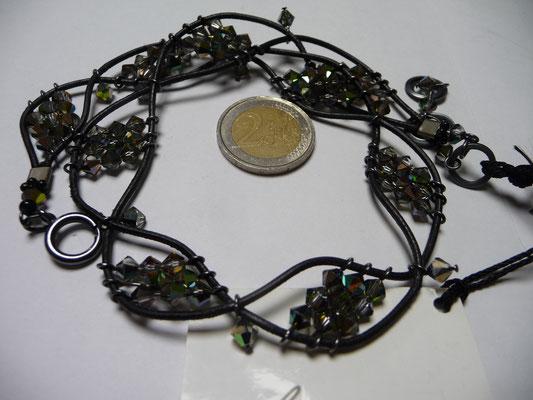 Langani Kette -Handgeschliff. Glasperlen, Ziegenlederschnüre €156