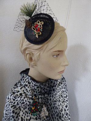 Fascinator, Sinamay mit Tanne und vintage Brosche... €39