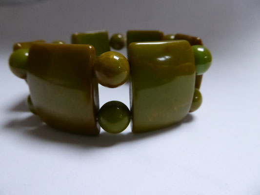 Bakelite pea soup stretchy, USA, 40's. €140