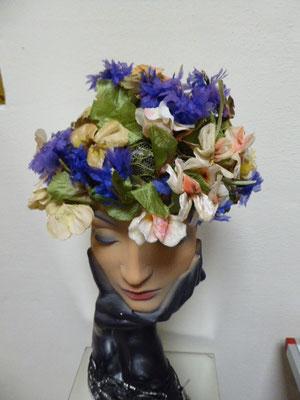 Elsa Schiaparelli floral hat, fifties. €260