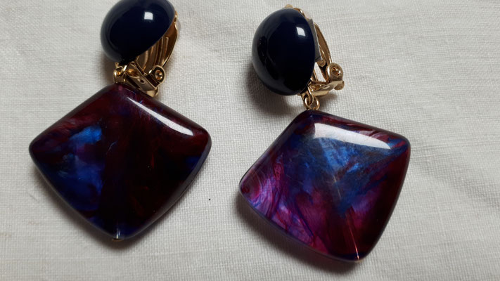 Smaller version, clipons in blues and magenta and mauve. €48