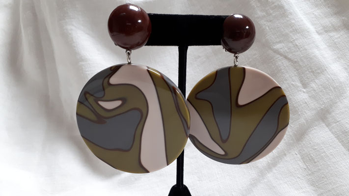 Unusual large discs in muted tones of cream, blue and green with plum boutons. €85
