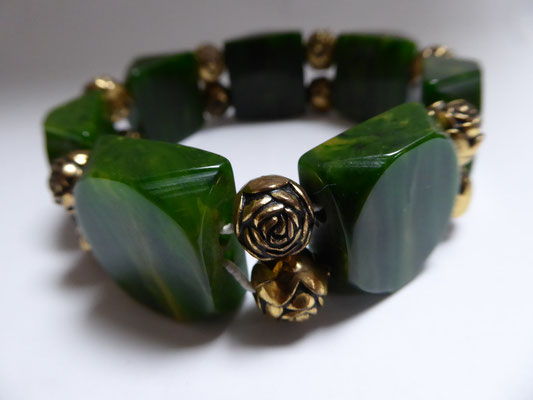 SOLD intage marbled green bakelite stretchy, USA 40's. Spacers are ar deco brass roses. €166
