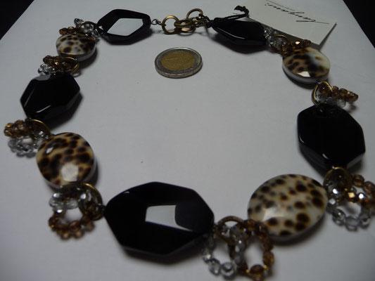Langani Kette - Tigershellovale, Schliffperlen aus Glas, Acrlyat  €187