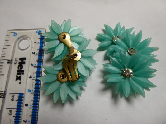 Soft plastic fifties floral earrings with rhinestones. Glorious aqua colour, 6.5 cm long. €69