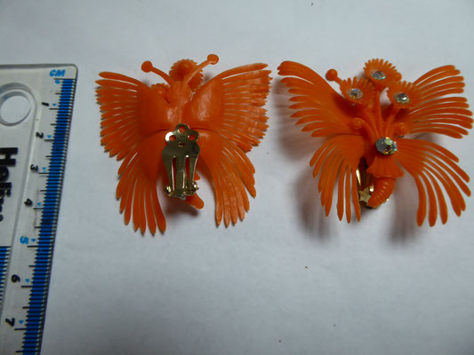 Fifties soft plastic orange clip earrings, butterfly shape. 5 cm x 5.5 €49