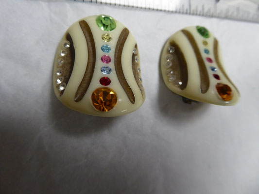 Dimensional carved celluloid clip back earrings, lots of coloured RS. Wonderful bent oval shape. 3.5 cm x 3 cm. €98