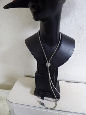 Kette aus Klavierdraht. Piano wire necklace. €110