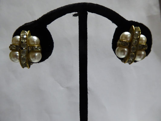 Fabulous screwback earrings from the 20's - channel set rhinestones and pearls, copper and goldtone. 1.5 cm x 2 cm. €68