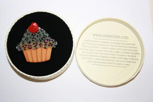 Kimberley's cupcake brooch, €80