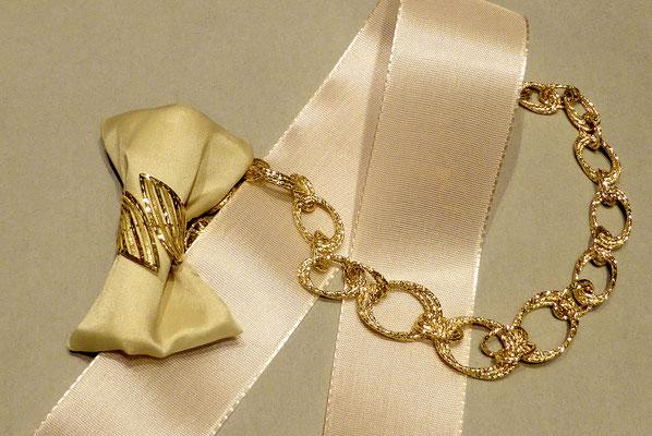Schmuck Goldschmuck feiner Ring feine Halskette