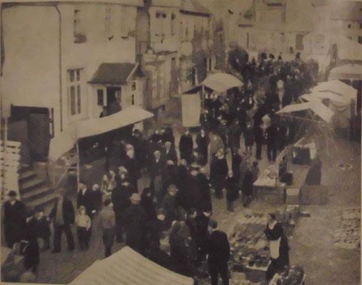 Markttreiben Obergasse (Bild Stadtarchiv Schlüchtern)