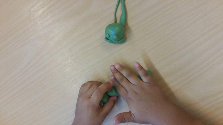 Froschlaich, Kaulquappe und Frosch modellieren