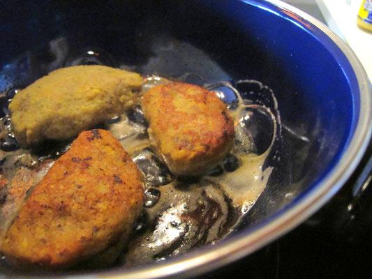 Kochbananen Empanadas in Fett braten