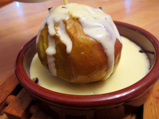 Paleo Bratapfel mit Vanillesauce