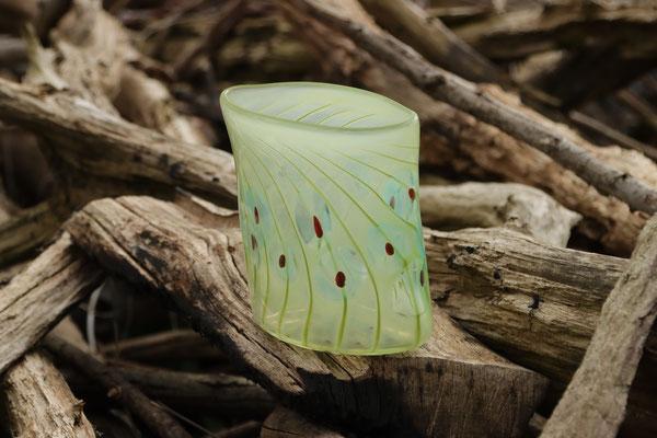Vase, oval mit Optikdekor, pistaziengrün mit türkis-roten Punkten Höhe 17 cm, Breite 15 cm