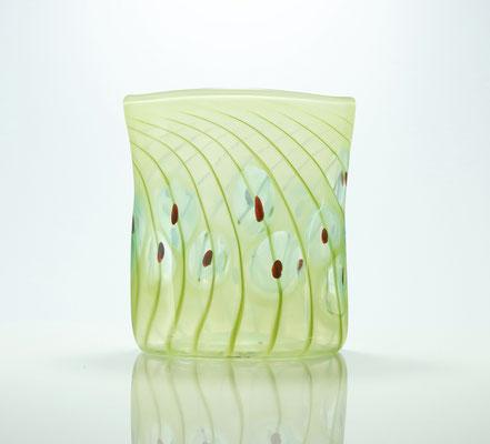 Vase, oval mit Optikdekor, pistaziengrün mit türkis-roten Punkten, Höhe 17 cm, Weite 15 cm