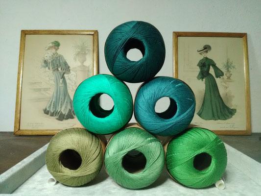Palette des cotons verts qui entreront dans mes créations de bijoux au crochet avec perles, des bijoux textiles hypoallergéniques